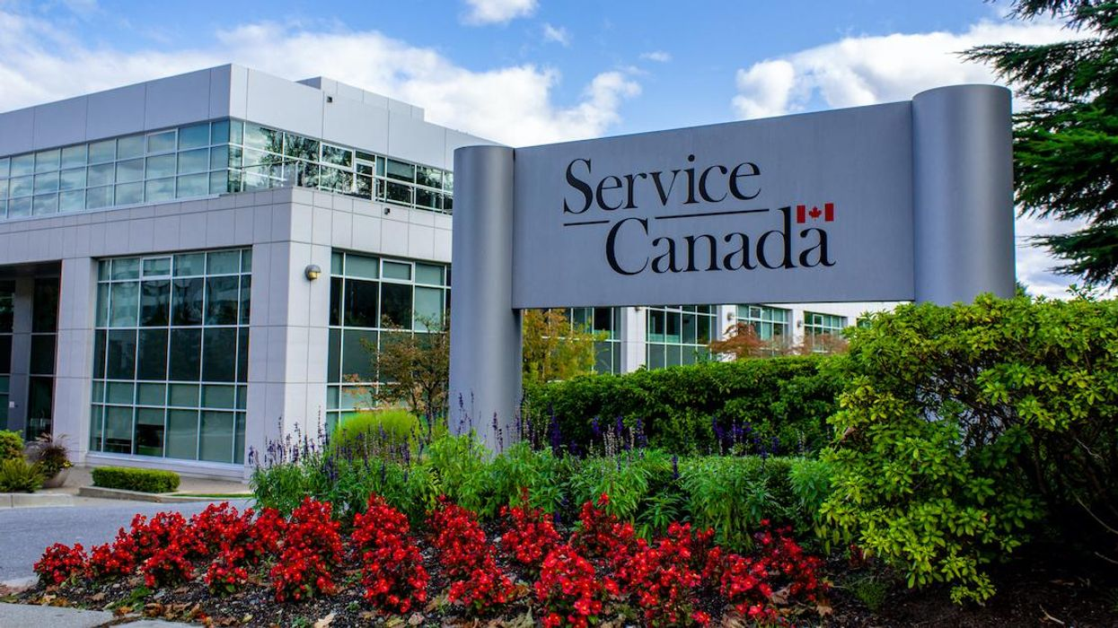 Service Canada Has Open Jobs In Quebec & They Pay $61,000+ No University Degree Required
